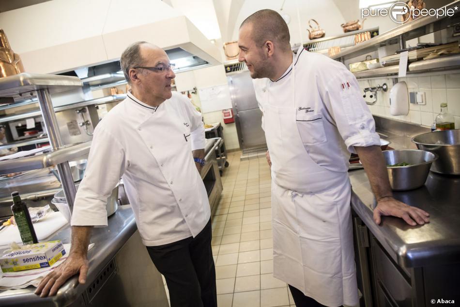 L 39 ex chef de l 39 lys e bernard vaussion livre ses derniers for Cuisinier elysee livre