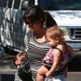 Kourtney Kardashian emmène ses enfants Mason et Penelope à une fete d'anniversaire à Los Angeles, le 15 septembre 2013.