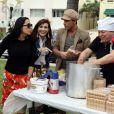 Exclusif - Giuseppe Polimeno (Qui veut epouser mon fils ?), en famille pour l'émission de télé-realité qui sera diffusée sur NRJ12, Giuseppe Restaurant, à Miami, le 4 janvier 2014.