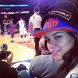 """Cara Delevingne, accompagnée de son """"amie"""" Michelle Rodriguez pour le match de NBA entre les New York Knicks et les Detroit Pistons. New York, le 7 janvier 2014."""