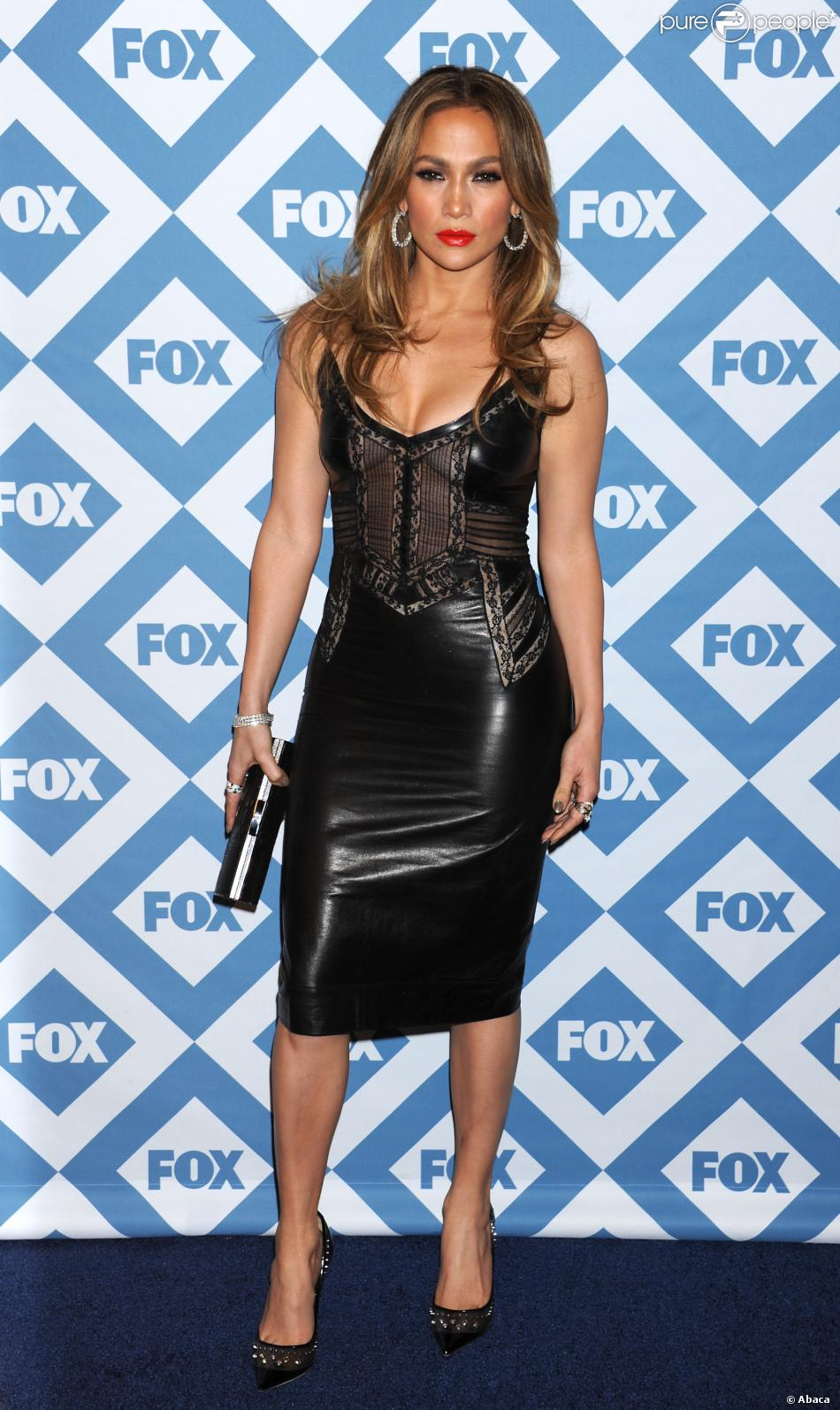 Jennifer Lopez, divine dans une robe en dentelle et cuir Ermanno Scervino, assiste à la soirée du Winter All-Star TCA Press Tour de la chaîne FOX à l'hôtel Langham Huntington. Pasadena, le 13 janvier 2014.