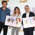 Martina Stoessel alias Violetta, entourée d'Olivier Nusse (Directeur général de Mercury-Universal), et Jean-Francois Camilleri (Président de Disney France), reçoit un disque d'or pour plus de 150 000 exemplaires vendus en France, à Paris le 15 janvier 2014.
