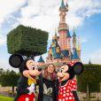 Martina Stoessel, interprète du personnage de Violetta dans la série du même nom sur Disney Channel, rencontre Mickey et Minnie au parc Disneyland Paris, à Marne-la-Vallée, le jeudi 16 janvier 2014.