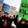MomsRising défile contre la National Rifle Association (NRA) à Fairfax, le 14 mars 2013.