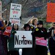 Des manifestants se dressent contre la National Rifle Association (NRA) à Fairfax, le 14 mars 2013.
