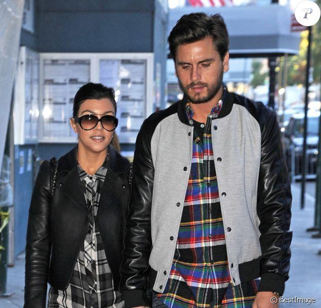 Kourtney Kardashian et son compagnon Scott Disick font du shopping sur la 5e avenue à New York le 4 Novembre 2013.