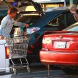 Charlize Theron, son fils Jackson et son compagnon Sean Penn, faisant les courses dans le supermarché Whole Foods à West Hollywood le 22 janvier 2014
