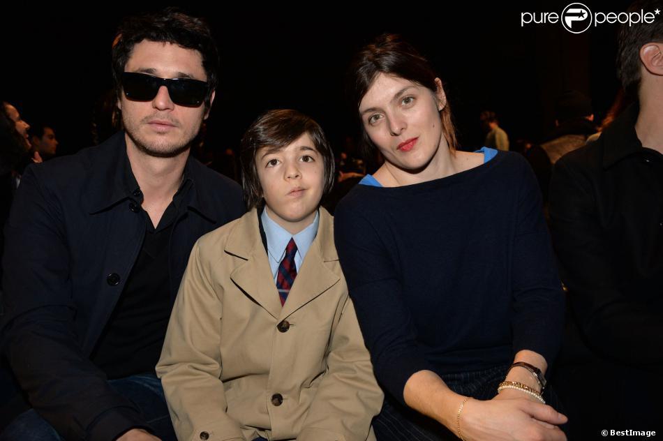 Jérémie Elkaïm, Valérie Donzelli et leur fils Gabriel, la famille au complet au défilé de mode Hommes Automne-Hiver 2014/2015 Dior Homme à Paris, le 18 janvier 2014.