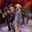 Miley Cyrus en duo avec Madonna lors de son concert MTV Unplugged, diffusé le 29 janvier 2014.