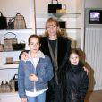 Florence Klein et ses filles au Noël de Burberry à Paris en 2002.