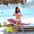 Tiffani Thiessen se détend sur la plage du complexe hôtelier The Viceroy Zihuatanejo, au Mexique. Janvier 2014.
