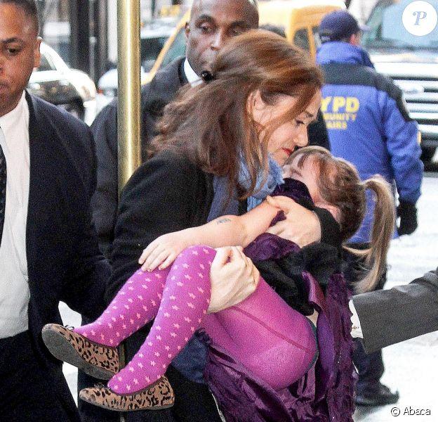 Mimi O'Donnell et sa fille Willa lors de la veillée funèbre en l'honneur de Philip Seymour Hoffman à New York le 6 février 2014
