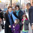 Mimi O'Donnell et ses enfants, Cooper, Tallulah et Willa, lors de la veillée funèbre en l'honneur de Philip Seymour Hoffman à New York le 6 février 2014