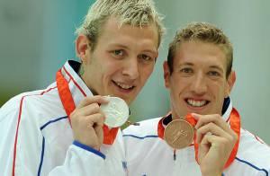 PHOTOS : Les nageurs Alain Bernard et Amaury Leveaux, ensemble sur le podium !