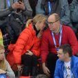 Le prince Albert II de Monaco a regardé avec Corinna zu Sayn-Wittgenstein, le 8 février 2014 aux JO de Sotchi, l'épreuve du 5 000 mètres en patinage de vitesse.