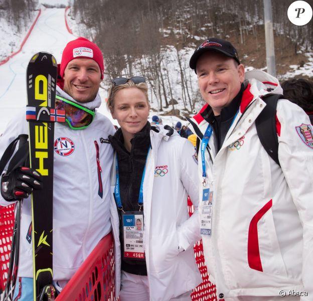 Le prince Albert II et la princesse Charlene de Monaco avec le Norvégien Aksel Lund Svindal (4e) lors de l'épreuve de descente le 9 février 2014 aux Jeux olympiques de Sotchi, en Russie.