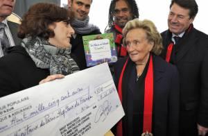 Bernadette Chirac gâtée malgré la pluie pour les Pièces jaunes...