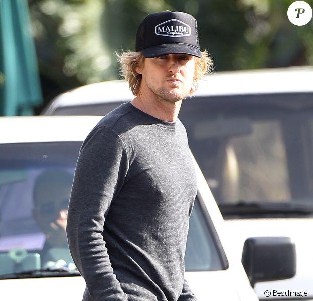 Exclusif - Owen Wilson vient rendre visite à son petit garçon à Santa Monica, le 31 janvier 2014. Caroline Lindqvist vient de donner naissance au deuxième enfant d'Owen Wilson.