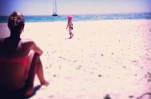 Alexandra Rosenfeld : Nostalgique de ses vacances à la plage avec sa fille Ava !