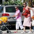 Julia Roberts avec sa maman Betty à Los Angeles le 29 juin 2007.