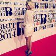 Caroline Receveur : superbe en direct des Brit Awards 2014, le 19 février 2014 à Londres