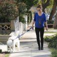 Olivia Wilde, enceinte, sort de chez le vétérinaire avec son chien à Los Angeles, le 20 février 2014.