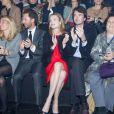 Antoine Arnault et Natalia Vodianova, enceinte, assistent au défilé Etam à la Bourse du Commerce. Ils y ont eu pour voisins Laurent Milchoir (directeur général d'Etam) et la journaliste-reporter Suzy Menkes, de l'International Herald Tribune. Paris, le 25 février 2014.