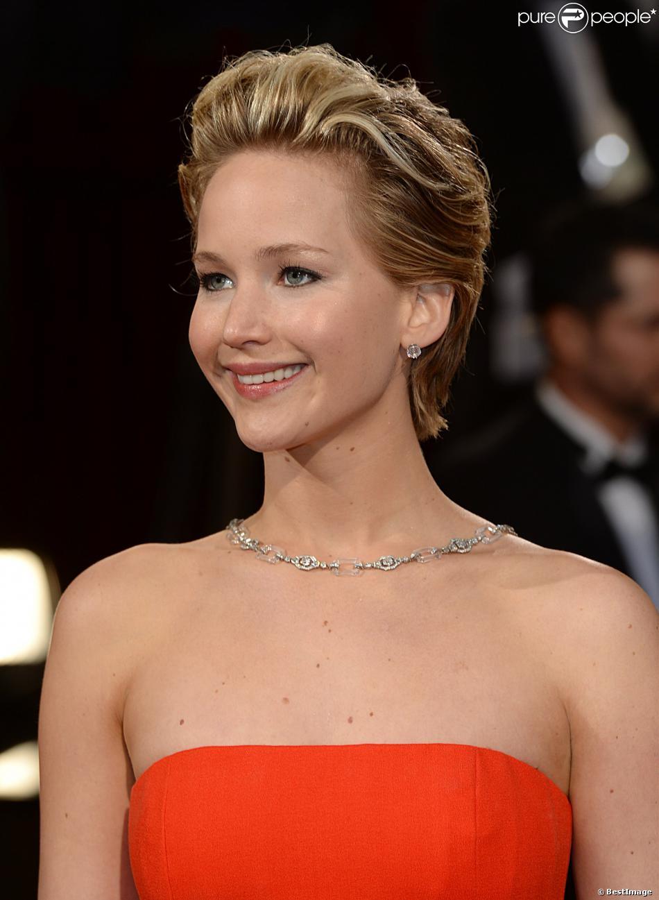 Jennifer Lawrence en Dior lors de la 86e cérémonie des Oscars à Hollywood, le 2 mars 2014.
