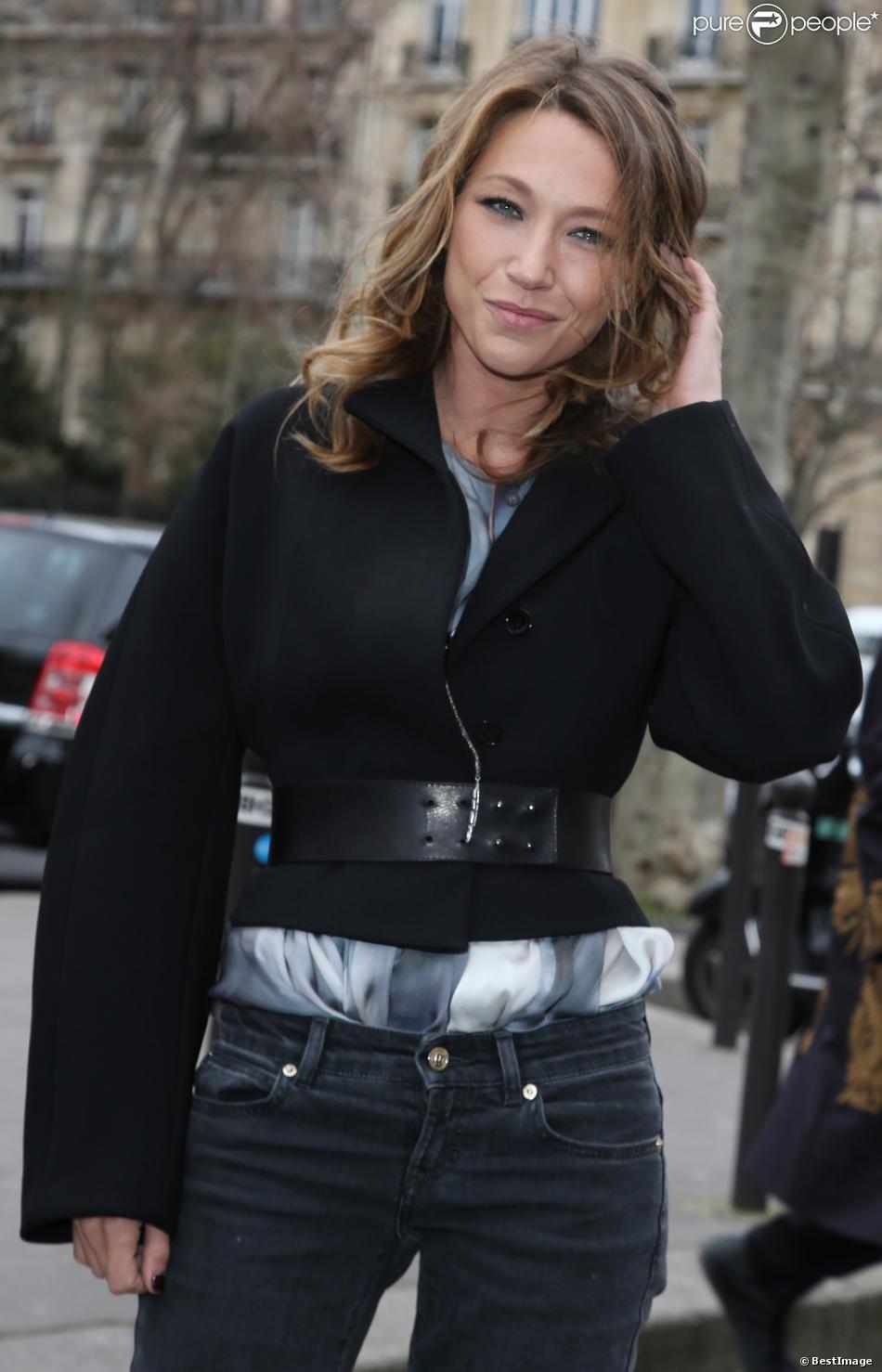 Laura Smet arrive au Palais de Tokyo pour assister au défilé John Galliano automne-hiver 2014-2015. Paris, le 2 mars 2014.