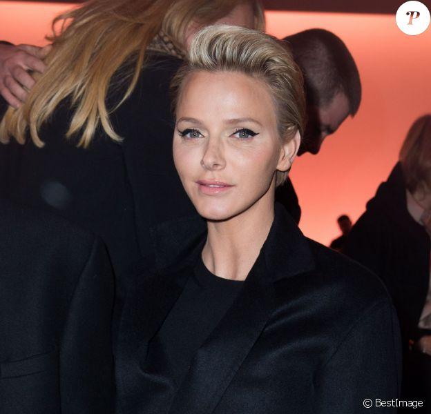 La princesse Charlene de Monaco le 5 mars 2014 au Louvre pour le défilé Louis Vuitton, le premier signé Nicolas Ghesquière, lors de la Fashion Week prêt-à-porter automne-hiver 2014-2015 de Paris.