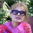 """Arielle Dombasle se confie sur son choix de ne pas avoir d'enfant dans """"Fais-moi une place"""". Diffusé dimanche 9 mars 2014."""