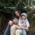 Adeline Blondieau s'éclate avec ses enfants Aïtor et Wilona chez elle à Colombes. Une famille bonheur !