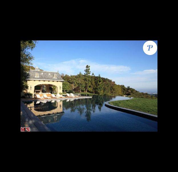 Maison de Brentwood appartenant à Gisele Bündchen et Tom Brady. Le couple vend cette immense propriété pour la coquette somme de 50 millions de dollars.