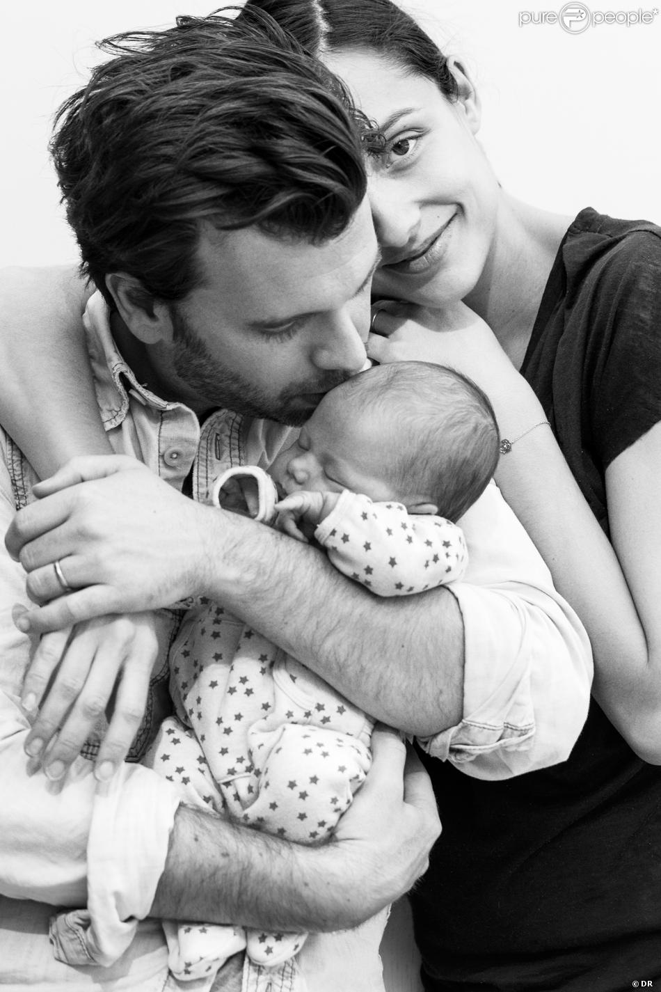 Dorothée Gilbert et James Bort posent avec leur petite Lily, née il y a quelques jours, mars 2014.