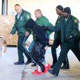 Exclusif - Justin Bieber menotté arrive au commissariat à Miami, le 23 janvier 2014.