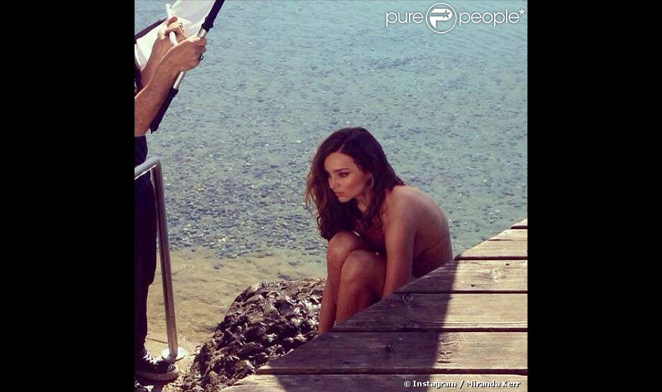 Sur Instagram, Miranda Kerr a posté cette photo d'elle, entièrement nue et en pleine séance photo.