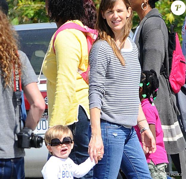 Jennifer Garner et son fils Samuel vont à l'Exposition Park à Los Angeles, le 28 mars 2014.