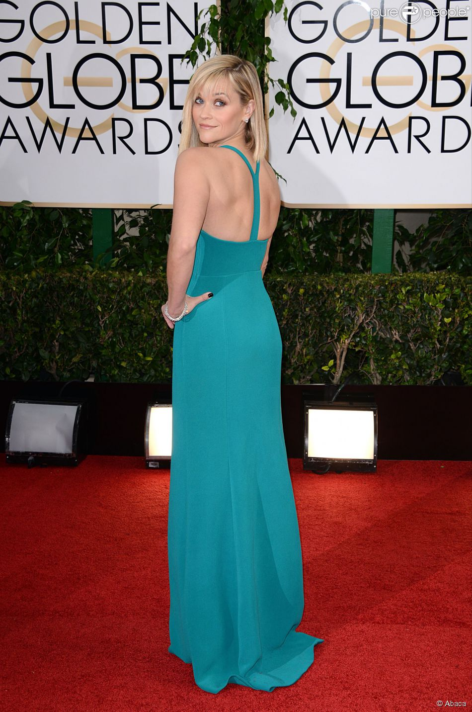 Reese Witherspoon ose la frange sur tapis rouge pour un look glamour