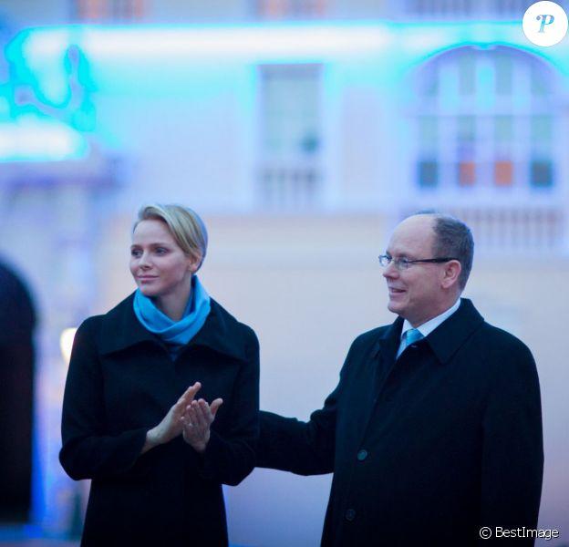 La princesse Charlene de Monaco, accompagnée par son mari le prince Albert, présidait le 2 avril 2014 la cérémonie d'illumination du palais princier, qui s'est couvert de bleu en soutien de la Journée mondiale de sensibilisation à l'autisme et de l'initiative ''Light it up Blue''.