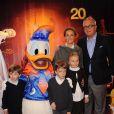 Le prince Laurent et la princesse Claire de Belgique en famille avec leurs enfants Nicolas, Aymeric et Louise, le 31 mars 2012 à Disneyland Paris.