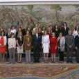 La princesse Letizia d'Espagne recevait les salariés du magazine Mujey Hoy, le 9 avril 2014 à la Zarzuela, à Madrid, pour le 15e anniversaire de la publication