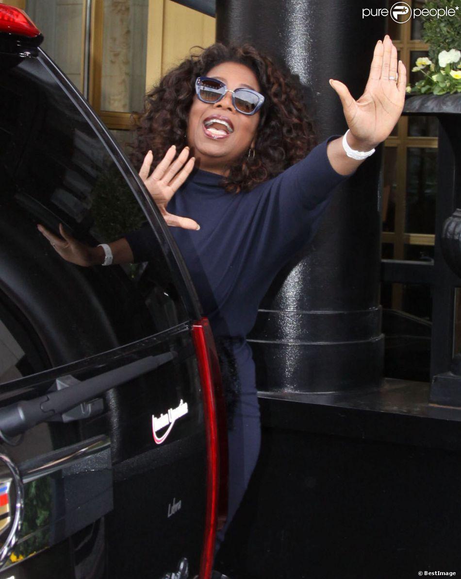 L'animatrice Oprah Winfrey sort de son hôtel à Washington. Le 05 Avril 2014.