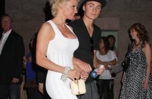 Pamela Anderson : Glamour avec les hommes de sa vie pour une soirée musclée