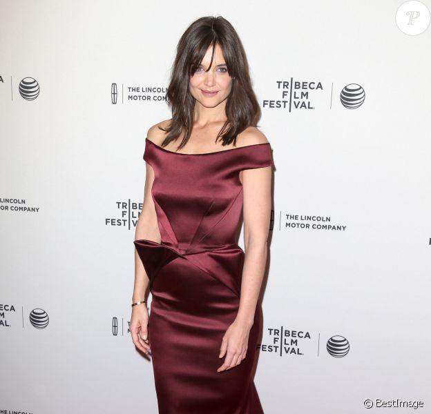 """Katie Holmes, splendide dans une robe Zac Posen lors de la Première du film """"Miss Meadows"""" à New York. Le 21 avril 2014"""