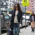 Katie Holmes dans les rues de New York, le 7 mars 2014 dans un streetlook soigné. Bravo Katie !