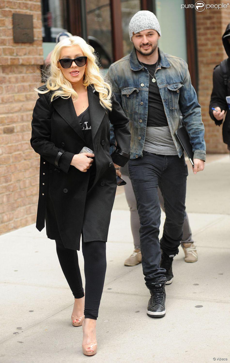 Christina Aguilera (enceinte) et son fiancé Matthew Rutler à New York, le 18 avril 2014.