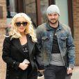 Christina Aguilera (enceinte) avec son fiancé Matt Rutler dans les rues de New York, le 18 avril 2014.