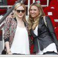 Tatiana Golovin et une amie lors du match opposant le PSG Evian Thonon-Gaillard au Parc des Princes à Paris le 23 avril 2014.