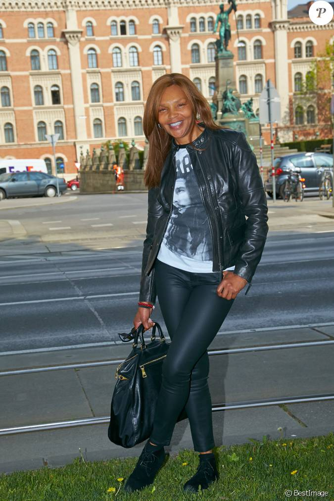 Valerie campbell maman de naomi campbell pose dans les for Wohndesign pure vienna 2014