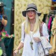 Tori Spelling fait du shopping dans les rues de Los Angeles, le 29 avril 2014.